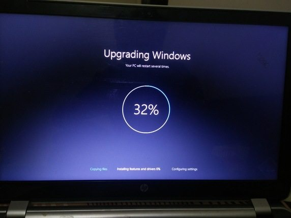 Windows 10 update stuck at 32%